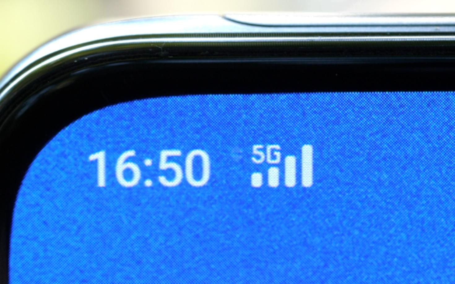 【何同学】有多快?5G在日常使用中的真实体验