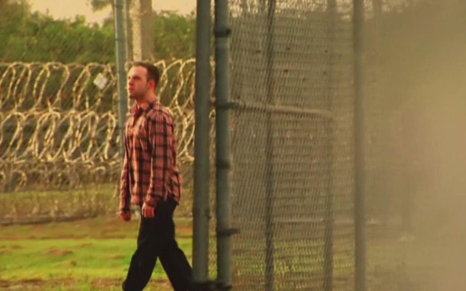 真实越狱事件,成功出逃,住陌生人家里20天,竟然没有被发现!纪录片
