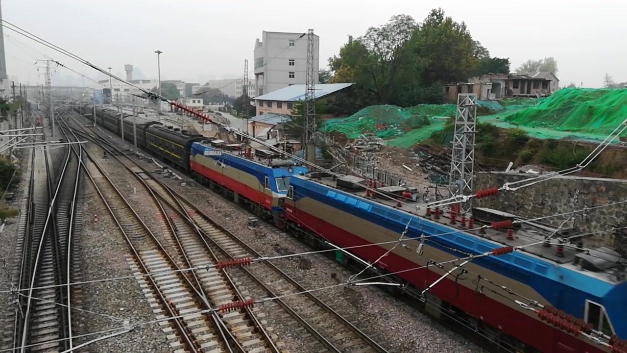 【西安火车】K246.K60,通过西安太华立交。