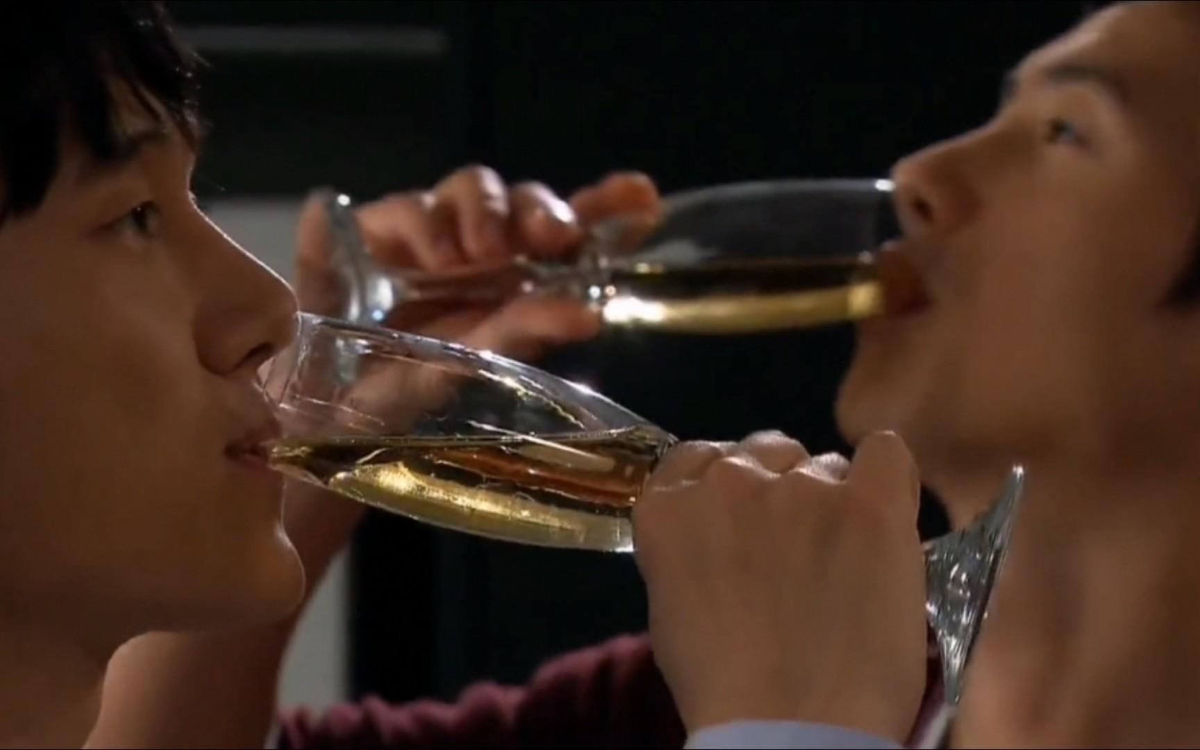 【人生是美丽的】庆幸他家人能接受,你们才能如此惬意的喝着香槟聊着天!