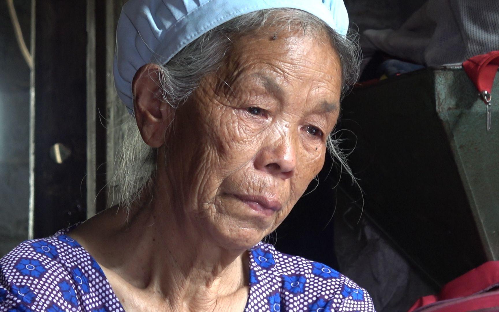 孙子喝农药去世,75岁老奶奶白发人送黑发人伤心欲绝