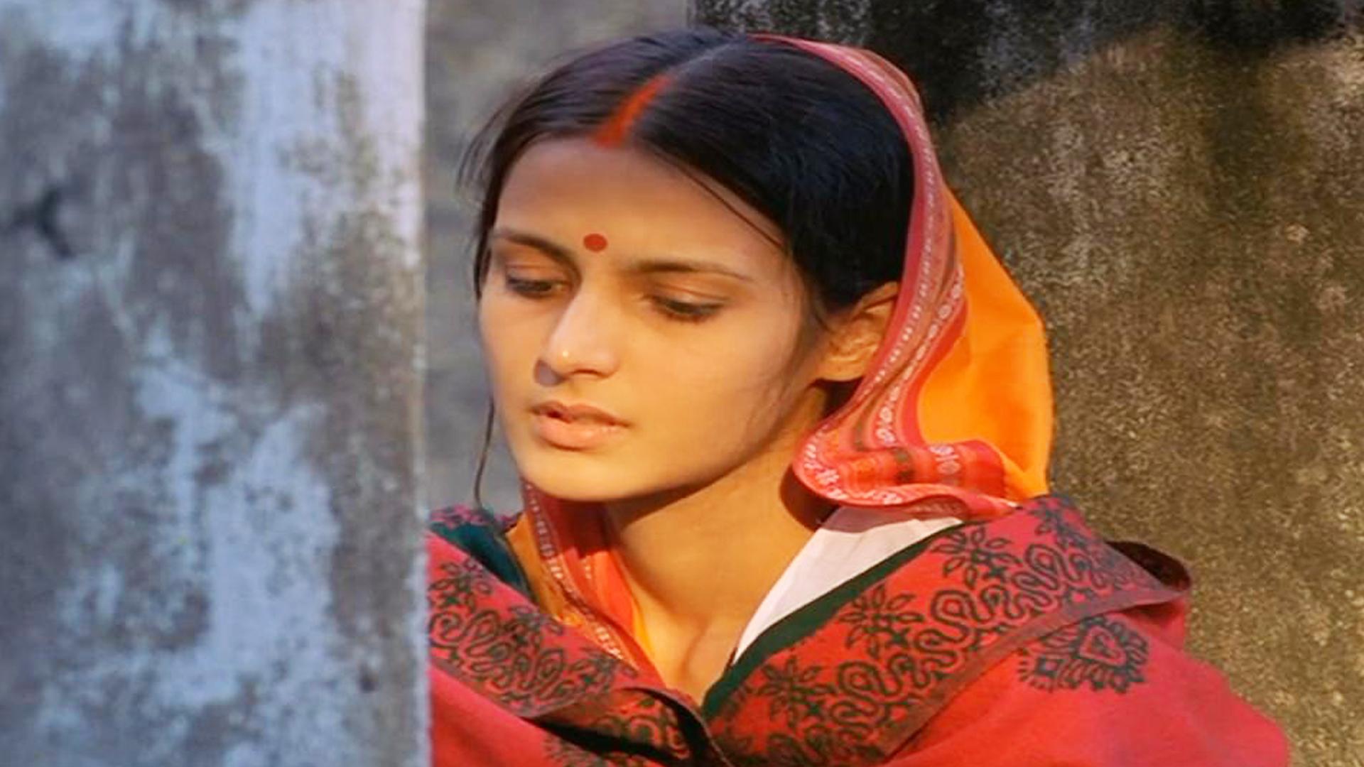 由于重男轻女的封建思想,导致女性越来越少,最终成为国宝。电影