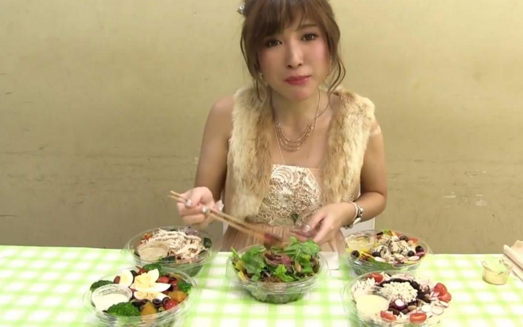 日本大胃王moeazu_【大胃王友梨】日本大胃王友梨吃五份什锦沙拉