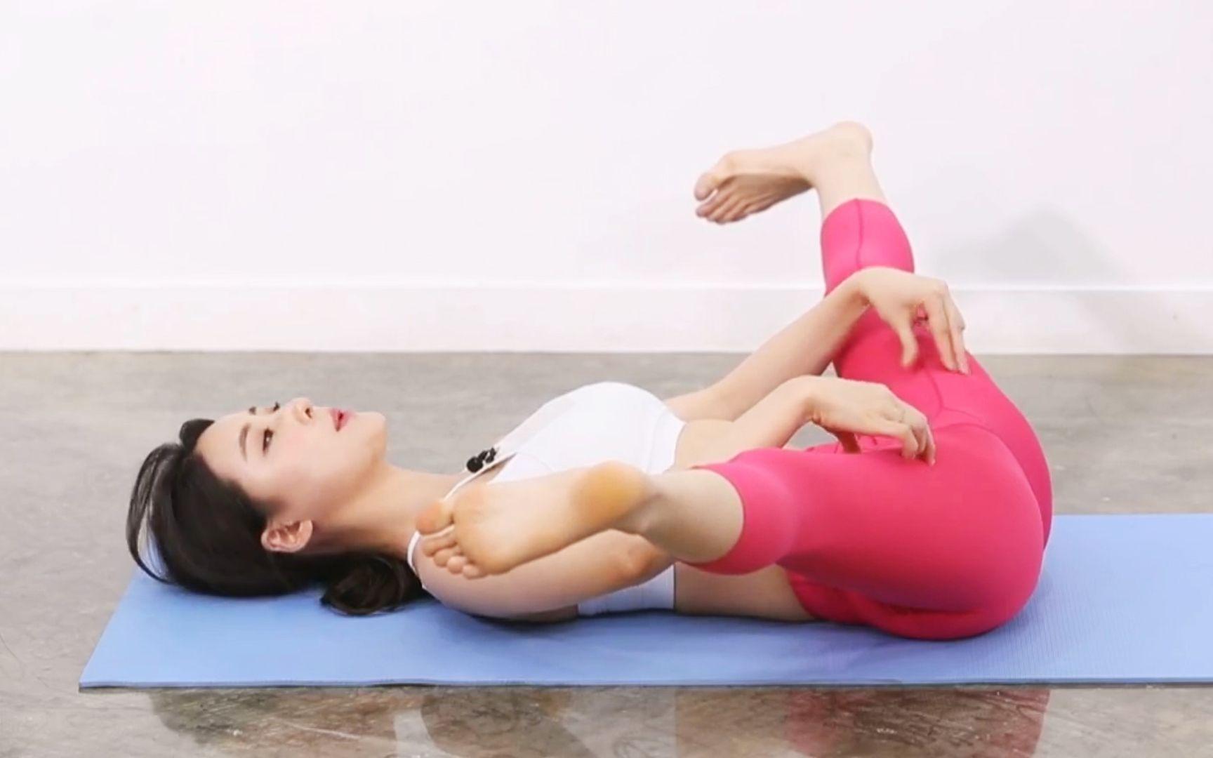 【前方高能】瑜伽小姐姐的各种高难度动作,解锁更多新图片