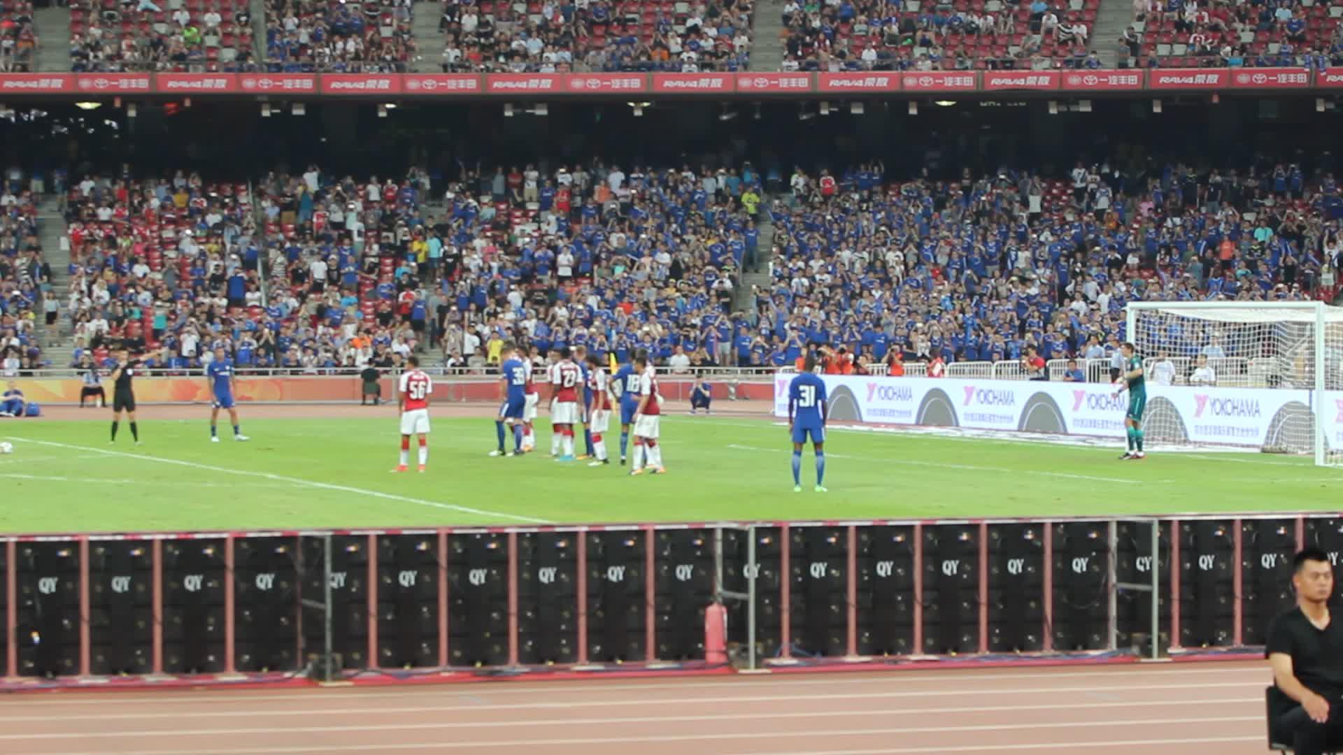 切尔西vs阿森纳鸟巢 结束前最后一个任意球图片