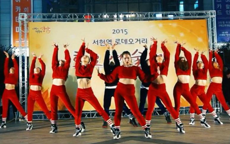 超齐街头甩舞表演waackoftheworld舞团气势齐舞