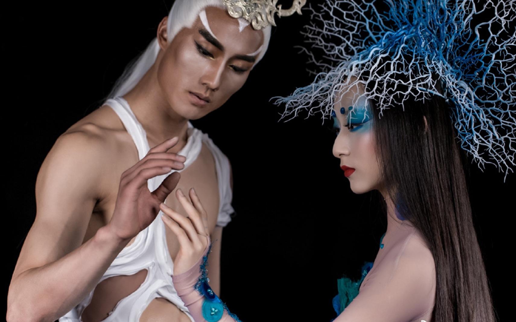 名师出高徒!与同性结婚的杨丽萍女徒弟热舞现场曝光,众人齐叫好