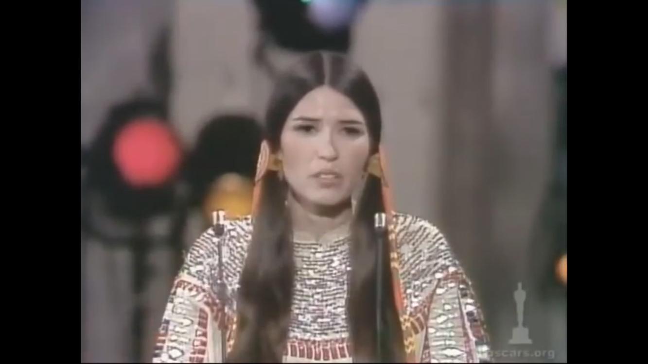 1973年奥斯卡,马龙白兰度由于美国原住民群体受到影视业的不合理对待而拒绝领奖