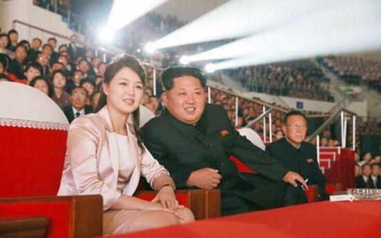 金正恩:别烦我,我听歌呢,美韩军演方:我不要面子的啊!