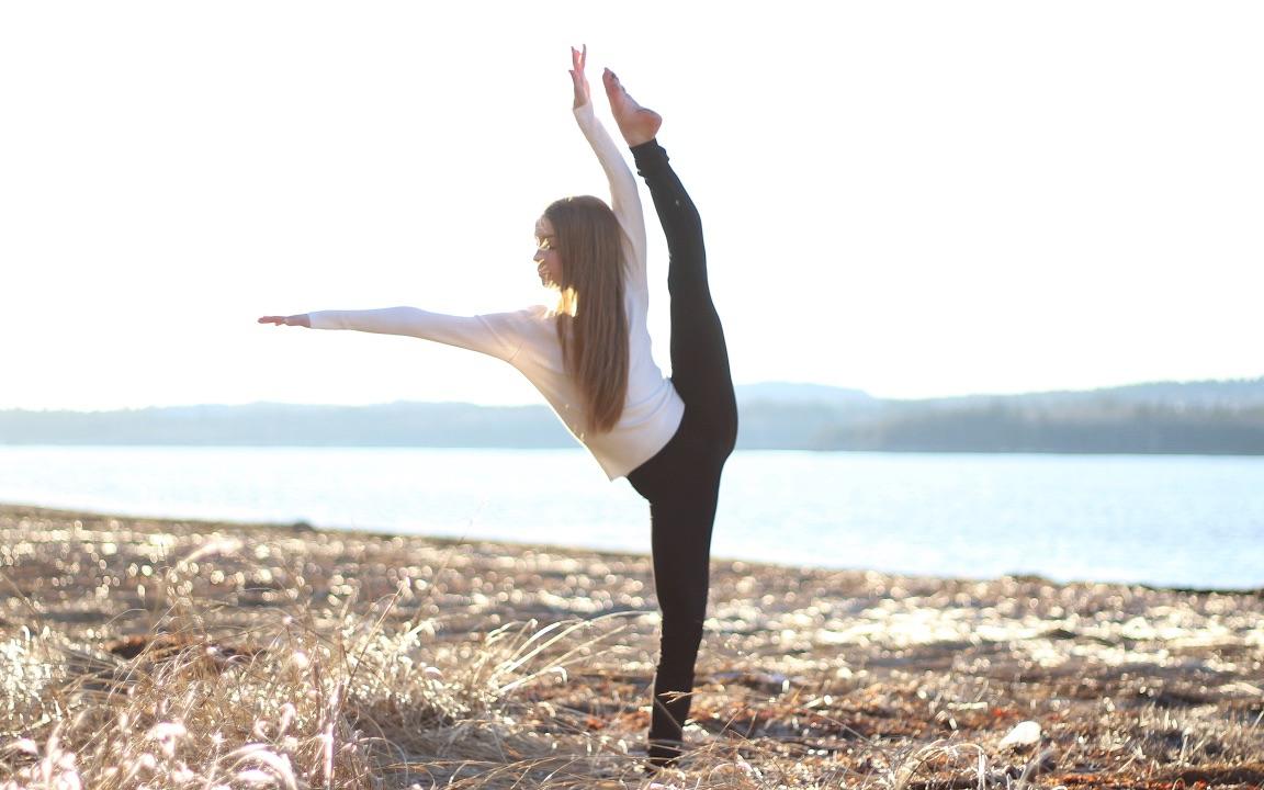 凤舞课堂中级前腿一(前压腿,地面前踢腿,地面扳前腿,地面压踢扳,上前图片