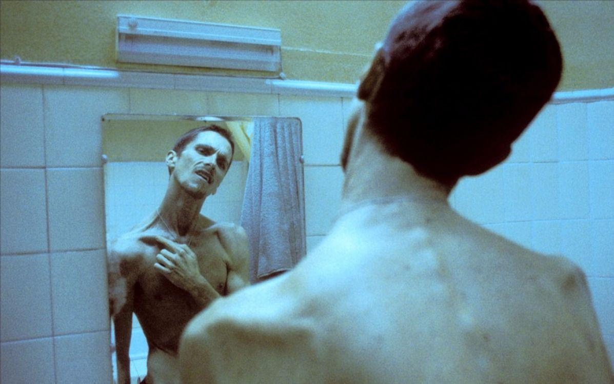 6分钟看懂惊悚悬疑片《机械师》内心有鬼的他长期失眠骨瘦如柴
