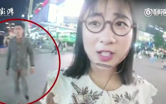 """【湖南长沙】斗鱼主播小姐姐""""多多豬m""""长沙街头直播,被从后方抢手机"""