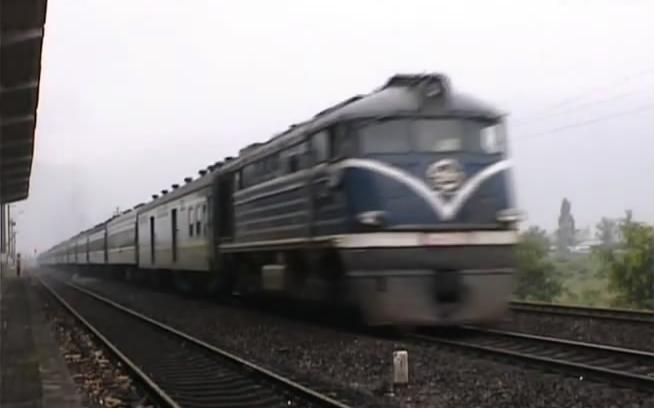 三茂铁路东风3型,东风4型内燃机车牵引旅客列车运行(1998年10月)