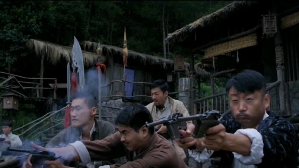 日军判定土匪抢走军火,派兵攻打土匪据点,顺子带人赶到打退日军