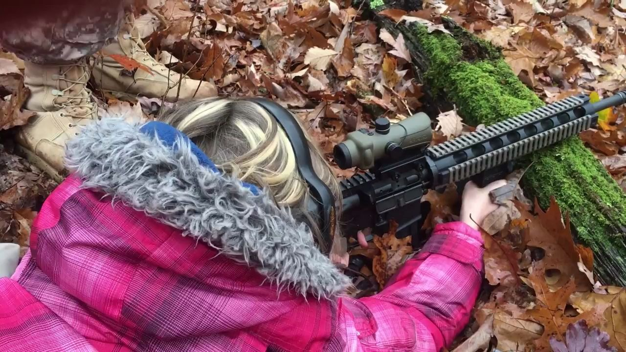 9yo daughter(娘) shooting AR