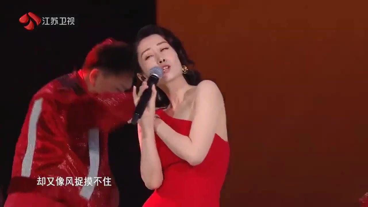 刘敏涛《红色高跟鞋》直拍破3000万了!自信的女王谁也不怕