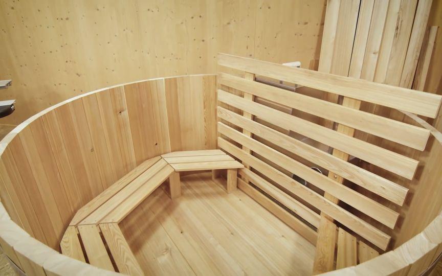 老外模仿做了个中国人用的超大澡盆,这木工活真棒啊!