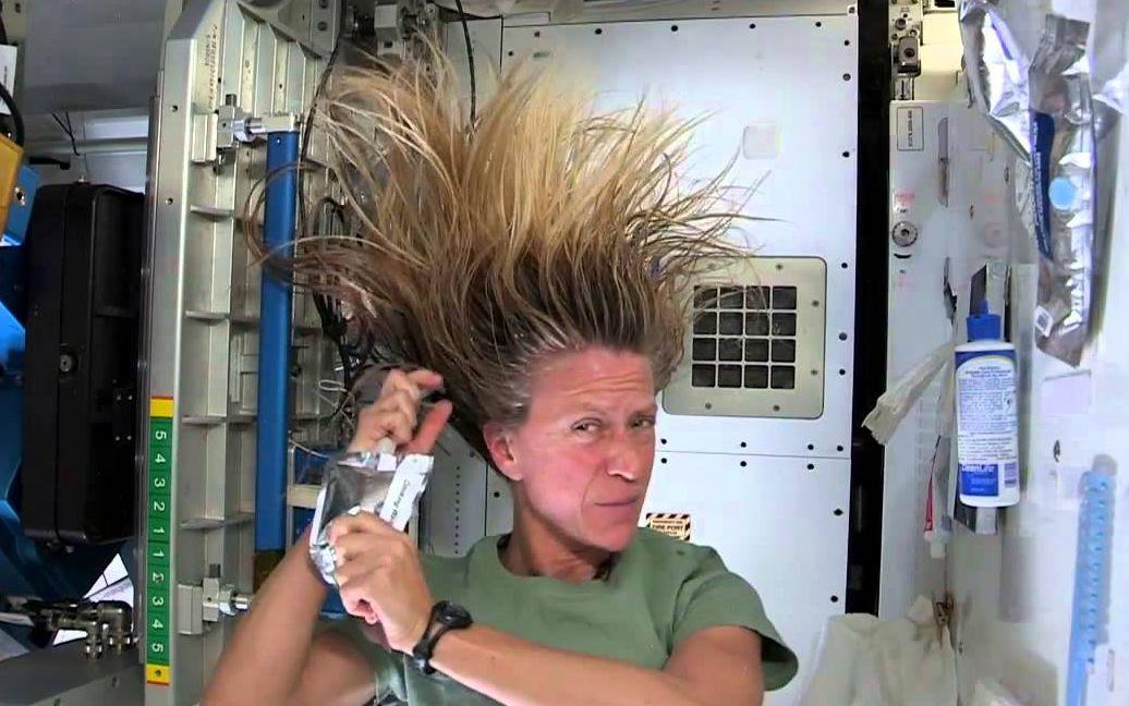太空里的宇航员怎么洗澡?
