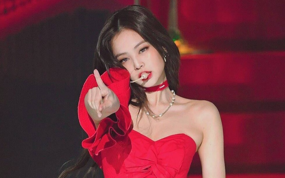 【Jennie】YG御用剪辑师跑路!竟意外泄露Jennie未公开solo视频!(其实是超丝滑混剪)