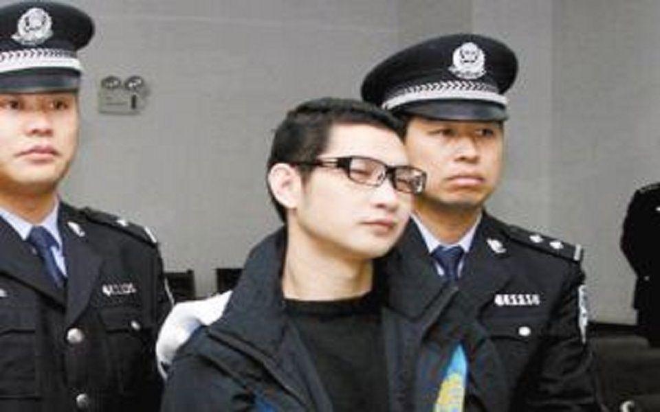 他曾是我国A级通缉犯,身负13件命案,庭前一句狂言让警方惊出冷汗!
