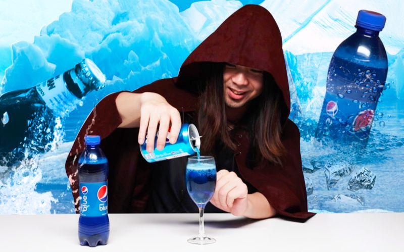 到底这瓶网上火爆的蓝色可乐是不是可乐味?撕掉标签和一瓶洁厕灵有什么区别……