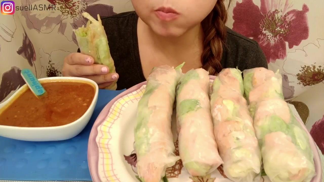 【suell asmr】【咀嚼音】suell姐吃美味的三文鱼春卷图片