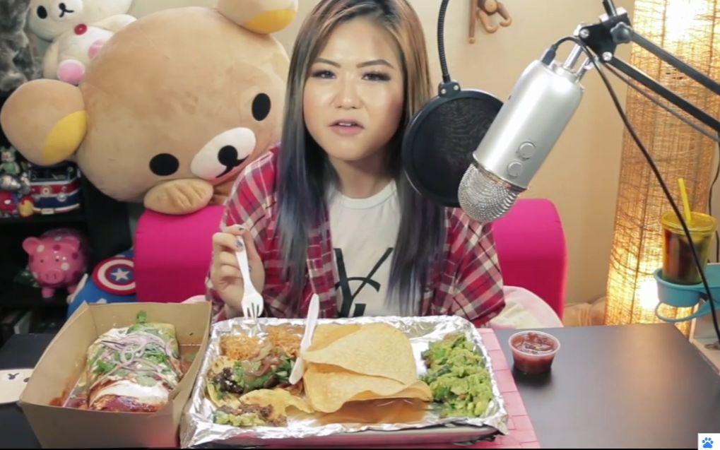 吃的英文_【英文吃播】韩国妹子hyunee吃墨西哥食物 炸玉米饼,米饭,果酱,薯片