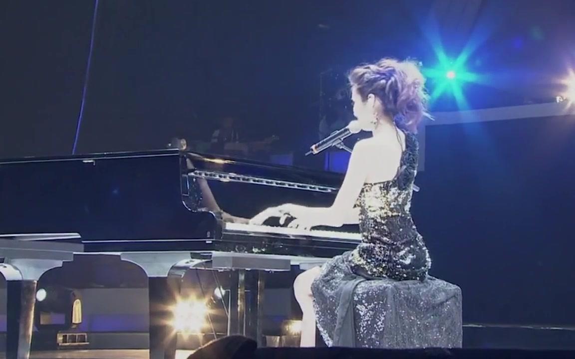 周杰倫演唱會上跟袁詠琳唱過的歌_周杰倫和袁詠琳唱的歌_周杰倫袁詠琳合唱的歌