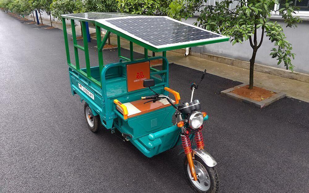 电动车三轮车安装太阳能电池板,超低价供货安装轻松简单,一件也批发最新款升压控制器,一次安装使用10年,不用市电充电了