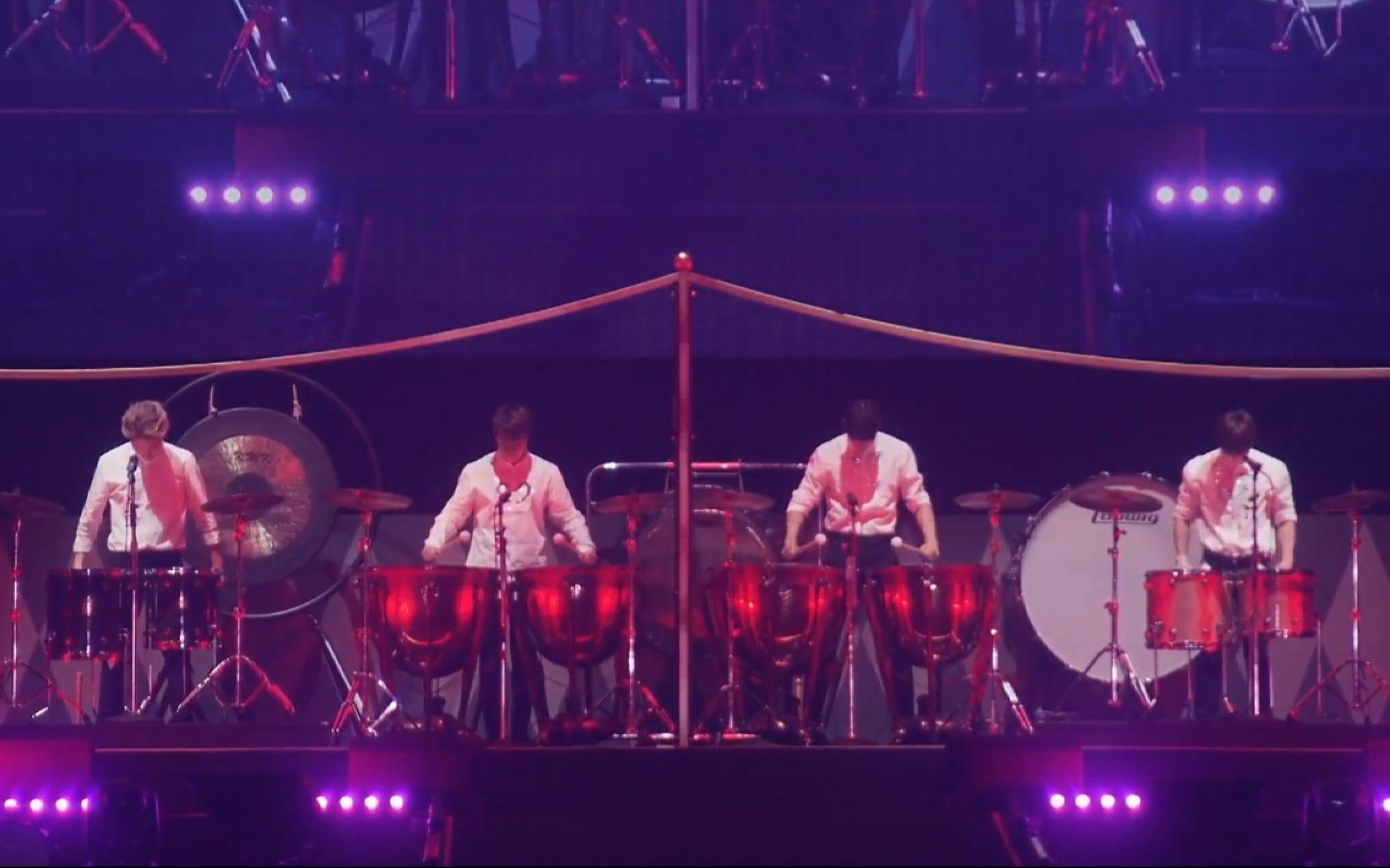 cnblue天天向上视频_【FNC Kingdom】FNC家族演唱会鼓手line开场_哔哩哔哩 (゜-゜)つロ 干 ...