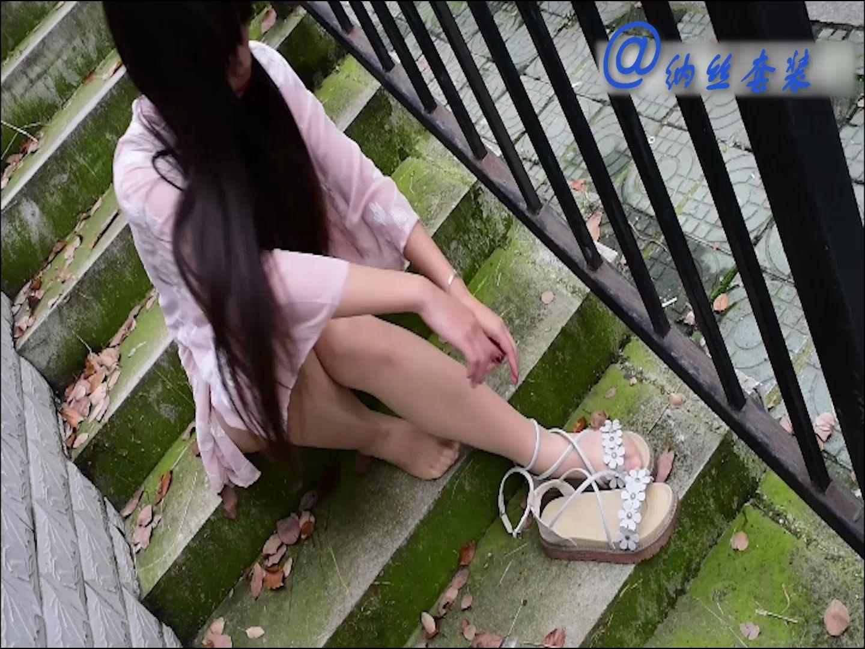 大学生美女学院风丝袜鞋子搭配试穿写真拍摄凉