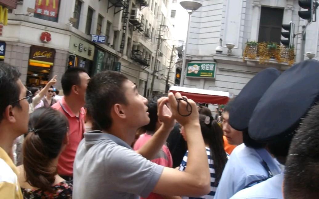 上海南京路步行街发现UFO